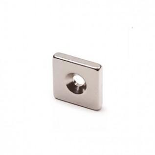 Неодимовый магнит призма 15х15х3 мм с зенковкой 3/6 мм сила сцепления: 3 кг